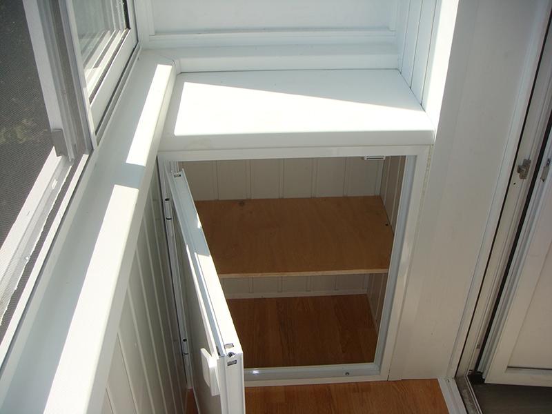 Застеклить балкон с выносом двери на кухне.